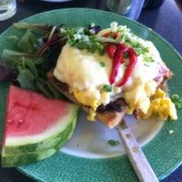 Foto tirada no(a) Sam's Morning Glory Diner por Stephen S. em 10/9/2011