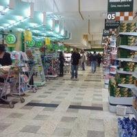 Foto tirada no(a) Master Supermercados por Wagner T. em 3/5/2011