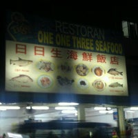 Photo taken at One One Three Seafood Restaurant (日日生海鲜饭店) by Kenny T. on 12/8/2011