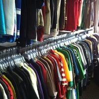 8/28/2011にKim P.がPlato's Closetで撮った写真
