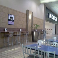 10/20/2011 tarihinde Fred B.ziyaretçi tarafından Rogue Valley Mall'de çekilen fotoğraf