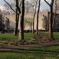 3/22/2012 tarihinde Aeriel J.ziyaretçi tarafından Cadman Plaza Park'de çekilen fotoğraf