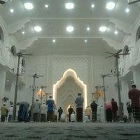 Foto scattata a Masjid Sultan Ismail (Masjid Raja Chendering) da Muhd L. il 1/20/2012