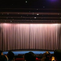 Foto tirada no(a) Cinerama por Noah S. em 3/23/2012