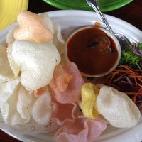 รูปภาพถ่ายที่ Noppakao Thai Restaurant โดย Gilberto เมื่อ 6/24/2012