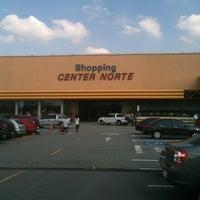 Foto tirada no(a) Shopping Center Norte por Paulo R. em 4/19/2012