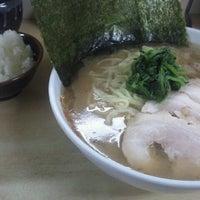 Photo taken at 横浜ラーメン町田家 相模原矢部店 by 蛙 蝉. on 11/17/2011