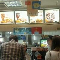 Foto tirada no(a) McDonald's por Carlos Eduardo em 4/29/2012