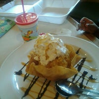 Foto tomada en La Parrilla Mexican Restaurant por Shanteria S. el 3/20/2012