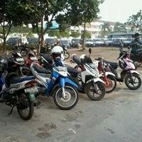 Photo taken at Parkiran Wisma Indovision by Fudzin Sang P. on 6/2/2012