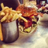 Foto scattata a Burger & Lobster da Elsie L. il 8/12/2012