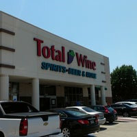 Photo prise au Total Wine & More par Scherwin L. le8/11/2012