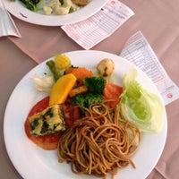 Foto tirada no(a) Lótus Restaurante Vegetariano por Claudio em 6/26/2012
