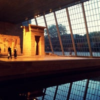 Foto tirada no(a) Temple of Dendur por Greg W. em 5/19/2012