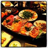 รูปภาพถ่ายที่ Shinkai Sushi โดย Rogerio M. เมื่อ 7/3/2012
