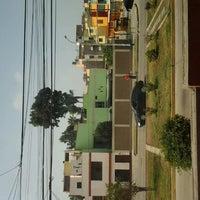 รูปภาพถ่ายที่ Parque 9 - Virgen del Carmen โดย Nicole Q. เมื่อ 6/11/2012