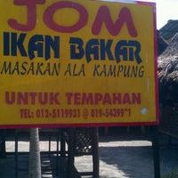 Photo taken at Jom Ikan Bakar by Suzana J. on 2/6/2012