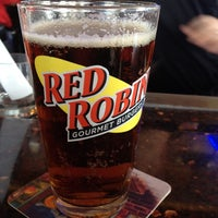 Photo taken at Red Robin Gourmet Burgers by Carlos R. on 3/13/2012