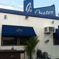 Photo taken at J's Oyster Bar by Misstie P. on 8/17/2012
