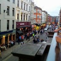 7/19/2012 tarihinde Anthony I.ziyaretçi tarafından Prince Edward Theatre'de çekilen fotoğraf