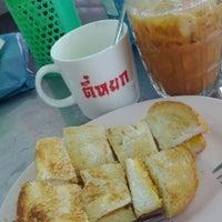 Photo taken at Tee Yok by 👗Punyisa P. on 2/11/2012