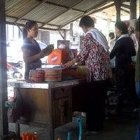 Photo taken at Mie Balap Jalan Darat by aebyaebotz on 7/12/2012