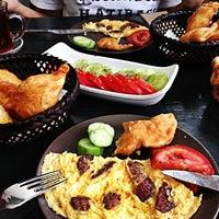 5/27/2012 tarihinde Selen A.ziyaretçi tarafından Pişi Breakfast & Burger'de çekilen fotoğraf