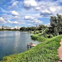 Das Foto wurde bei Парк «Борисовские пруды» von Dmitry T. am 8/19/2012 aufgenommen