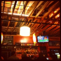 Photo prise au Laurelwood Public House & Brewery par Kyle L. le7/20/2012