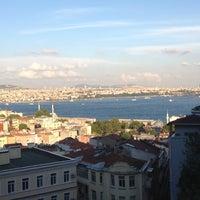 Foto tomada en Eleos por Özgenur el 8/3/2012