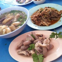 Photo taken at ลาบหมูแม่สำลี by MissLucky S. on 6/1/2012