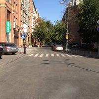 7/30/2012 tarihinde Georgii K.ziyaretçi tarafından Вулиця Панаса Мирного'de çekilen fotoğraf