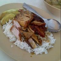 รูปภาพถ่ายที่ เป็ดย่างฮ่องกง โดย Bas K. เมื่อ 5/23/2012