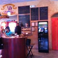 4/21/2012 tarihinde Patricia C.ziyaretçi tarafından Bacchus Coffee & Wine Bar'de çekilen fotoğraf