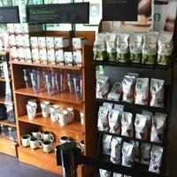 Foto tomada en Starbucks por Jorge Luis G. el 8/22/2012