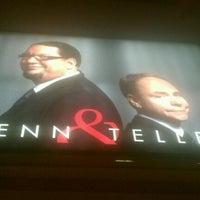 รูปภาพถ่ายที่ Penn & Teller Theater โดย Michael C. เมื่อ 3/4/2012