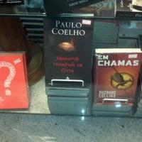 Photo taken at Livraria Itatiaia by Amanda A. on 7/27/2012