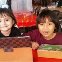 Photo taken at Restoran Ayam Kampung Pak Tam by Suzanne Paloma D. on 8/16/2011