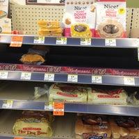 Foto tirada no(a) Walgreens por Joe Vito M. em 8/8/2012