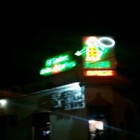 Photo taken at Pizzería El Sabor de Los 4 Quesos by Oscar C. on 7/7/2012
