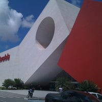 Photo taken at Shopping Paralela by Leow L. on 4/18/2012