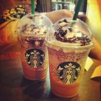 Снимок сделан в Starbucks пользователем Elena C. 8/15/2012
