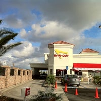 Photo taken at In-N-Out Burger by Jon W. on 1/3/2011