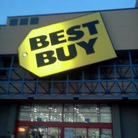 Photo taken at Best Buy by Mattew S. on 12/28/2011