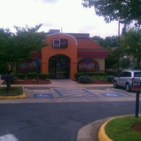 Photo taken at Taco Bell by Piero P. on 8/18/2011