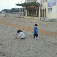 Photo taken at Iho Taewu Beach by Choong Ryeon J. on 10/30/2011