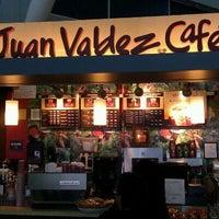 Photo taken at Juan Valdez by Javier P. on 12/10/2011
