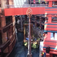 Photo taken at Canal City Hakata by Hide K. on 3/26/2011