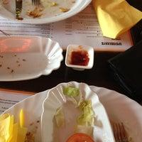 Das Foto wurde bei Mad Dog von Tiana L. am 4/12/2012 aufgenommen