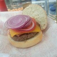 Foto tomada en Pim Pam Burger por Alex U. el 8/1/2012